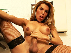 Claudia polanski goes wild. Irresistibile tranny Claudia Polanski jerking off