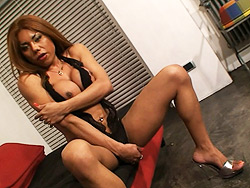 Carolina Exotical shemale playing with her juicy cock.