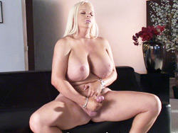 Holly beautiful. Really curvy Holly beautiful Masturbating